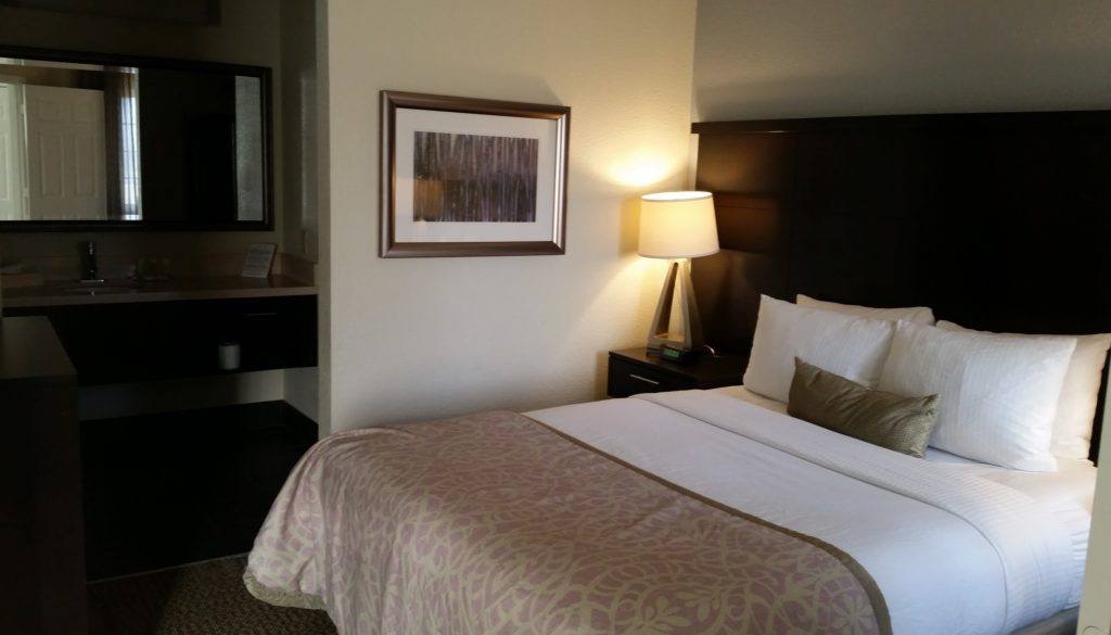 staybridge-suites-san-francisco-airport-bedroom